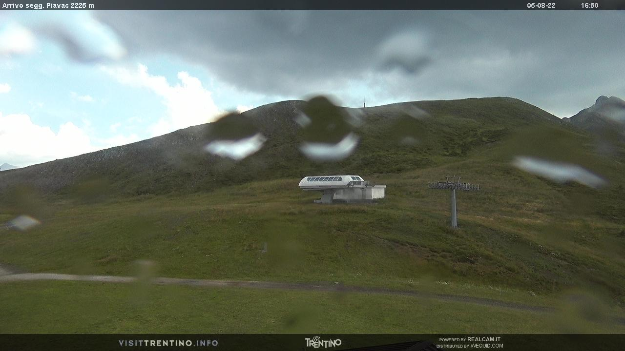 Webcam Moena - Lusia - Piavac - Altitude: 2,210 metresArea: Le CunePanoramic viewpoint: static webcam. Piavac chair lift arrival, ski area Alpe Lusia - San Pellegrino. From this area it's possible to ski to Bellamonte or in direction of