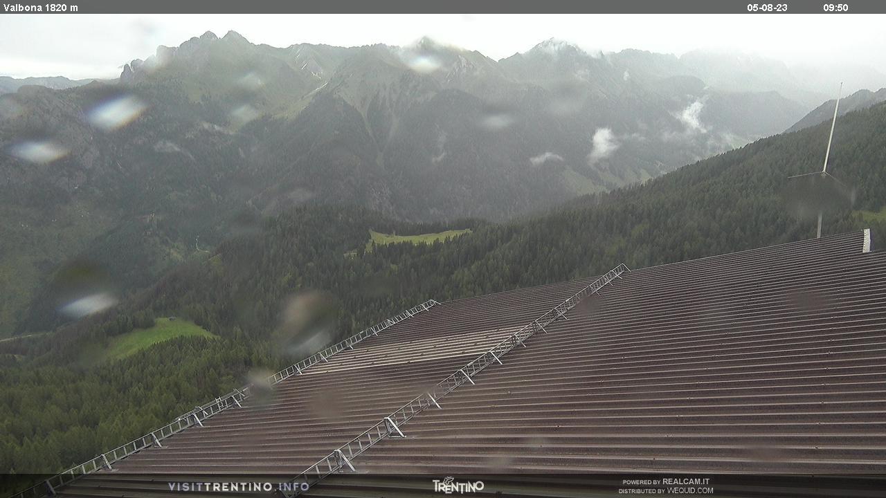 Webcam Moena - Lusia - Stazione intermedia Valbona - Altitudine: 2.210 metriPosizione: Le Cune Punto Panoramico: webcam statica. Da Le Cune verso la stazione intermedia della cabinovia