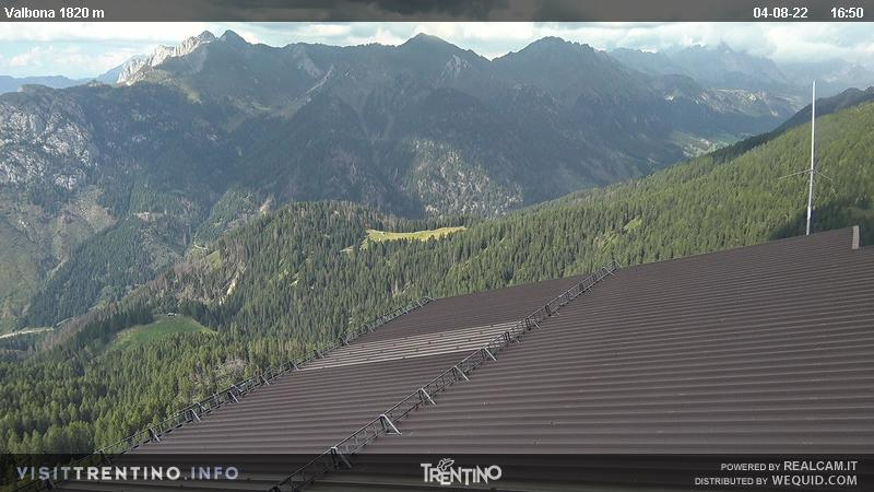 Webcam Moena - Lusia - Valbona - Altitude: 2.210 metres<BR>Area: Le Cune<BR>Panoramic viewpoint: outlook in direction of