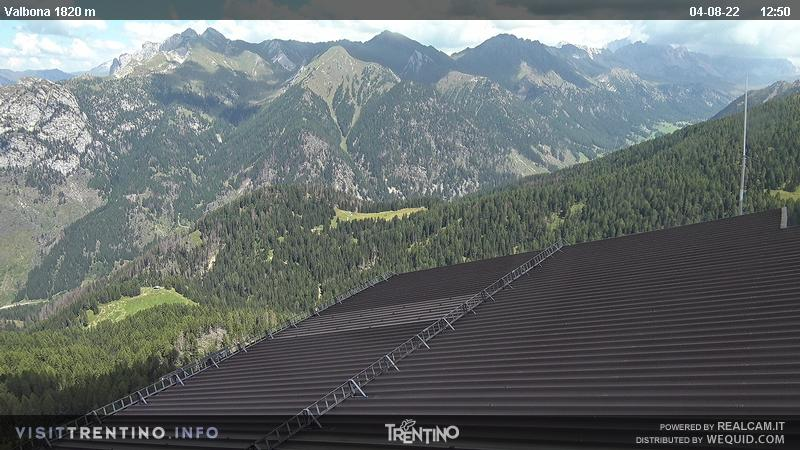 Webcam Moena - Lusia - Valbona - Altitude: 2,210 metresArea: Le CunePanoramic viewpoint: static webcam. From