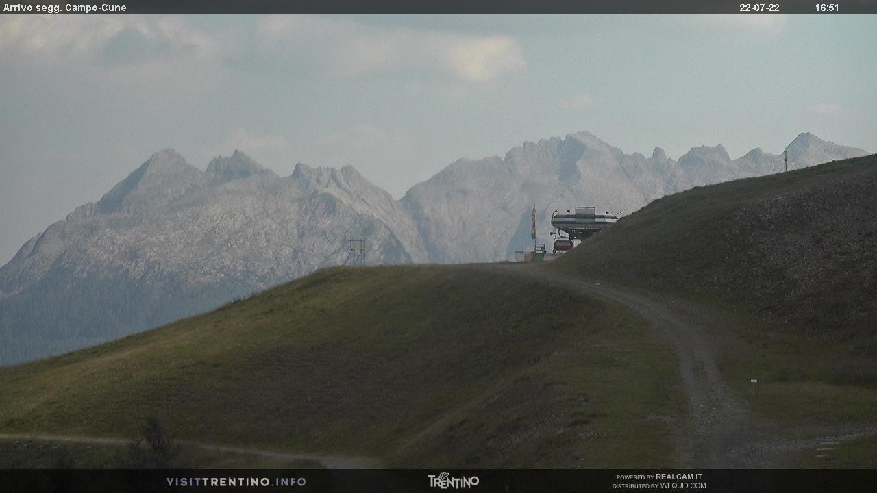 Webcam Moena - Alpe Lusia - Le Cune - Altitudine: 2.210 metriPosizione: Le CunePunto Panoramico: webcam statica. Arrivo della seggiovia