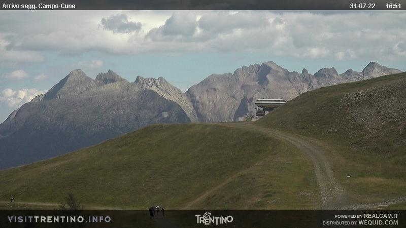 Webcam Moena - Alpe Lusia - Le Cune - Altitude: 2,210 metresArea: Le CunePanoramic viewpoint: static webcam.