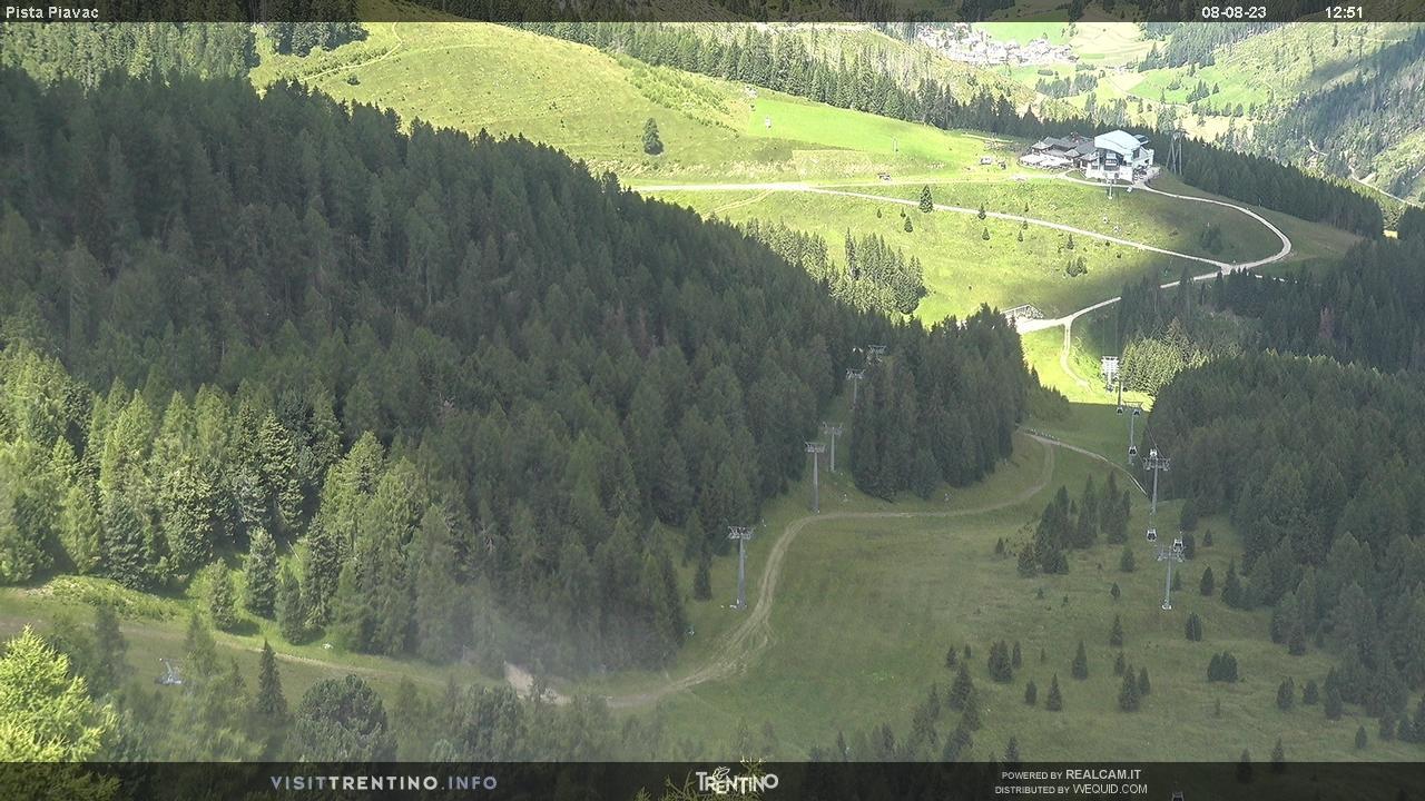 Webcam Moena - Lusia - Valbona - Höhenlage: 2.210 mPosition: Le CuneAussichtspunkt: statische Webcam, die auf die schwarze Piste