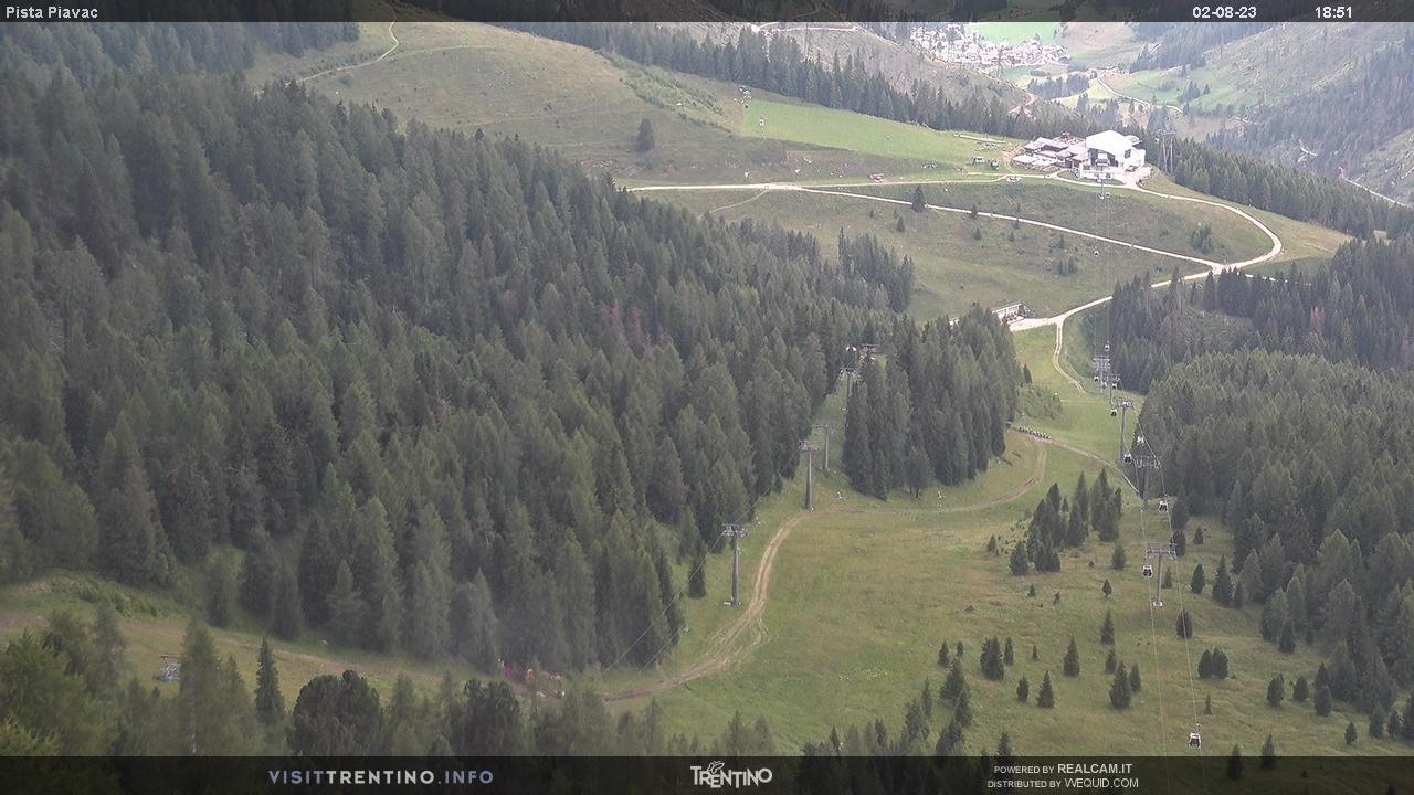 Webcam Moena - Lusia - Valbona - Altitudine: 2.210 metriPosizione: Le CunePunto Panoramico: webcam statica puntata sulla pista nera