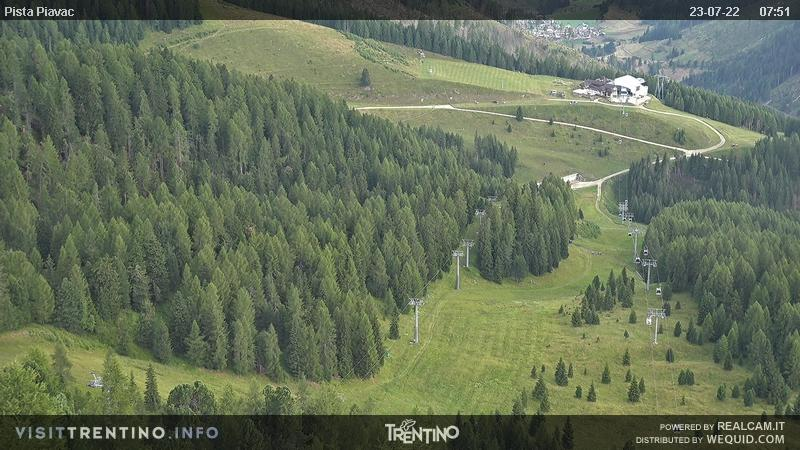 Webcam Moena - Lusia - Sas da Mesod� - Altitude: 2.210 metres<BR>Area: Le Cune<BR>Panoramic viewpoint: webcam in direction of