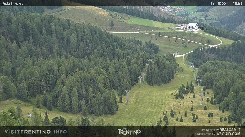 Webcam Moena - Lusia - Valbona - Altitude: 2,210 metresArea: Le CunePanoramic viewpoint: static webcam over the black slope
