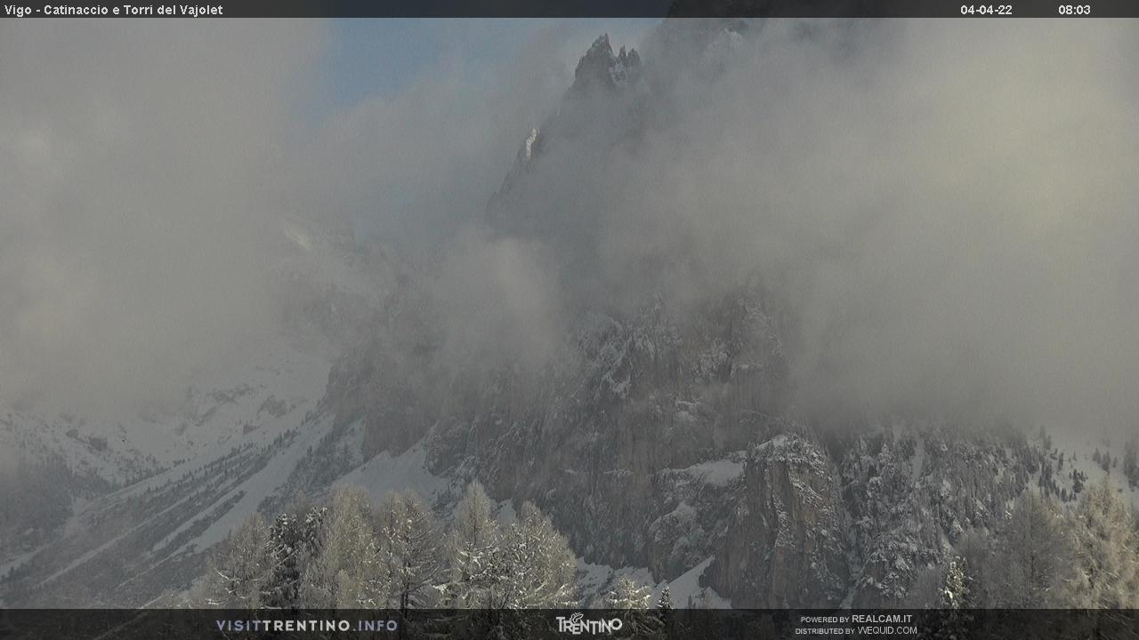 Webcam Vigo di Fassa - Catinaccio - Vajolet Towers - Altitude: 1,997 metresArea: Ciampedìe Panoramic viewpoint: static webcam. View over the hollow of Gardeccia and Larséch (on the right). The majestic  Vajolet Towers arise from the background.