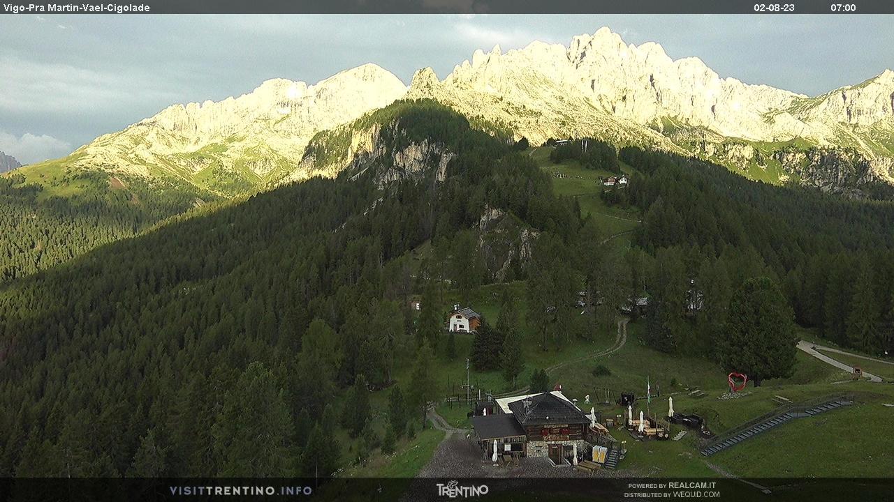 Webcam Vigo di Fassa - Catinaccio - Pra Martin - Altitudine: 1.997 metri<BR>Posizione: Ciampedie <BR>Punto Panoramico: webcam statica. Arrivo della seggiovia