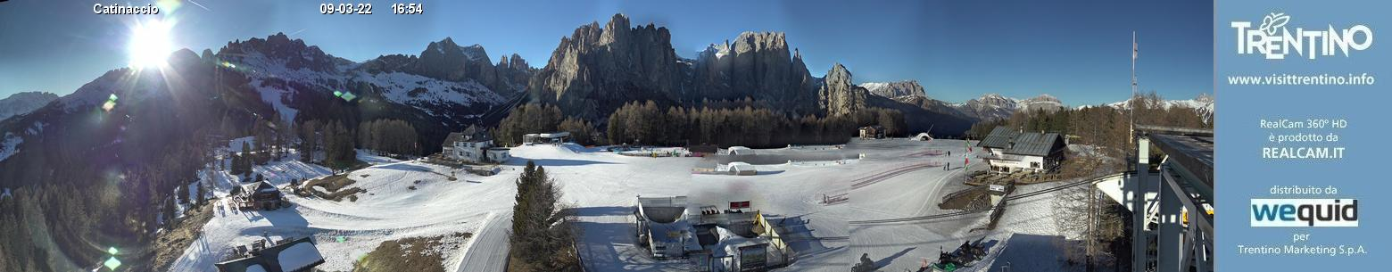 Webcam panorama realtime 360° Vigo di Fassa - Catinaccio - Altitude: 1,997 metresArea: Ciampedie Panoramic viewpoint: 360° real time webcam. Panoramic view over the slopes and lifts of the ski area Catinaccio, in the Val di Fassa/Carezza district. Every day, at dawn and at dusk, it is possible to witness the