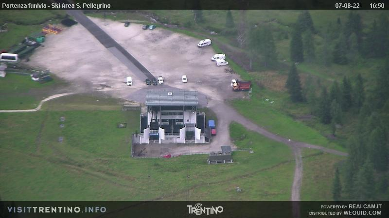 Webcam San Pellegrino Pass - Col Margherita - Altitude: 2,513 metresArea: Col MargheritaPanoramic viewpoint: static webcam. From Col Margherita, in the ski area Alpe Lusia - San Pellegrino, view over the downstream station of the cable car.