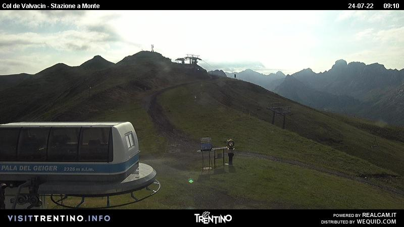 Live webcam Pozza di Fassa - Buffaure - Altitude: 2,326 metresArea: Pala del GeigerPanoramic viewpoint: live webcam. Panoramic over the ski area Pozza-Buffaure. From the left - Jumela Valley (Sassolungo group and Pordoi in the background), San Nicolò Valley (towered above by Col Ombert), Creste di Costabella and Monzoni Group ...