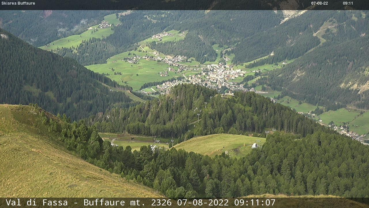 Webcam Pozza di Fassa - Buffaure Lifts - Altitude: 2,354 metresArea: Col de Valvacin Panoramic viewpoint: static webcam. View from Col de Valvacin towards the cabin lift Buffaure, that comes up from Meida. Aloch ski slope on the left (lit for skiing at night) and Pozza di Fassa in the background.