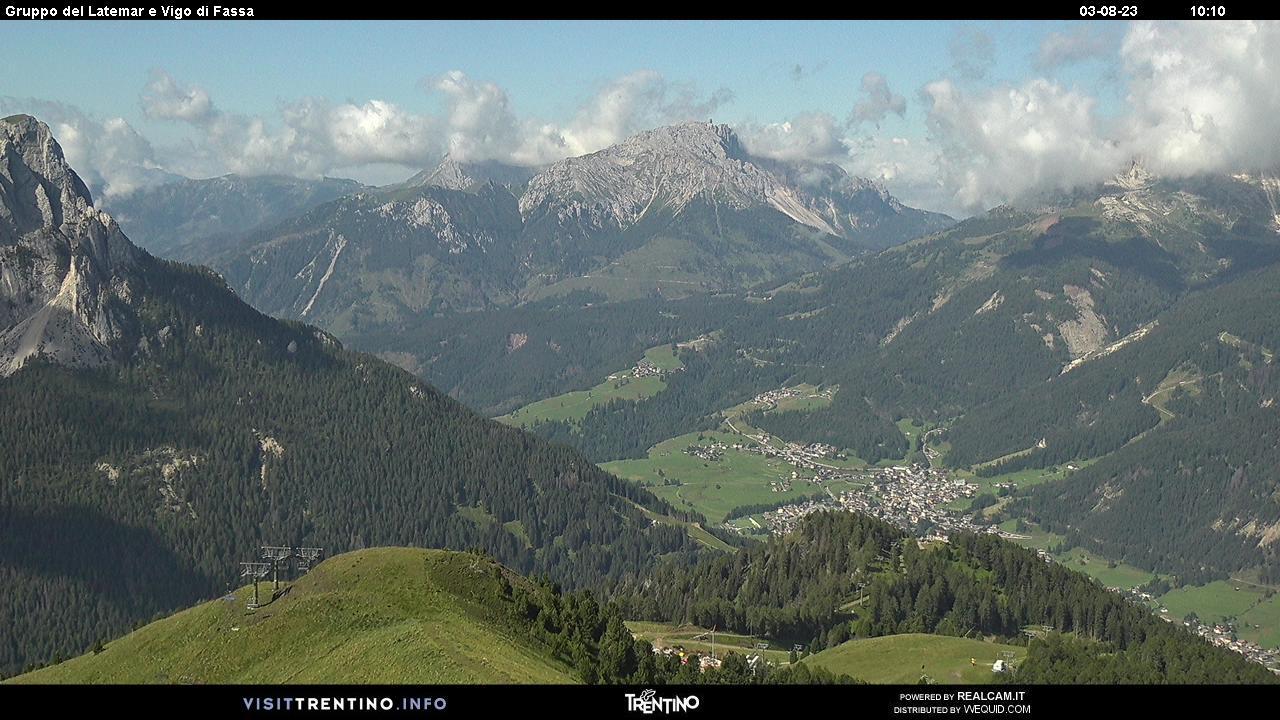 Webcam Pozza di Fassa - Buffaure - Altitudine: 2.354 metriPosizione: Col de Valvacin Punto Panoramico: webcam statica. Panorama dal Buffaure verso Vigo di Fassa. Dal paese si intravede la strada statale che conduce al Passo di Costalunga. Sullo sfondo il Gruppo del Latemar (sinistra) e del Catinaccio (destra). A destra, nel ...