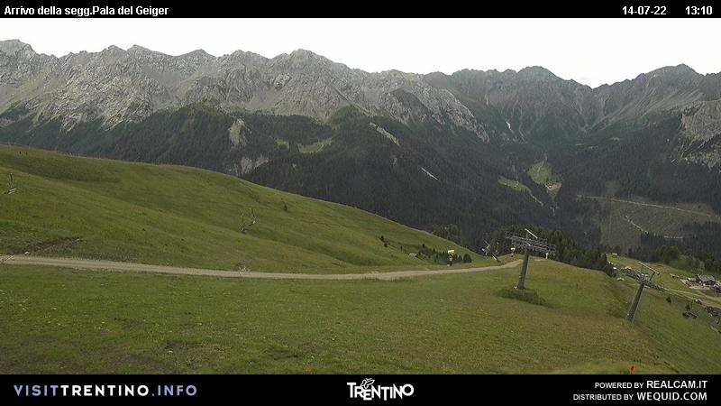 Webcam Pozza di Fassa - Buffaure - Val Monzoni - Altitude: 2,354 metresArea: Col de Valvacin Panoramic viewpoint: static webcam. Panoramic view over the the red slope