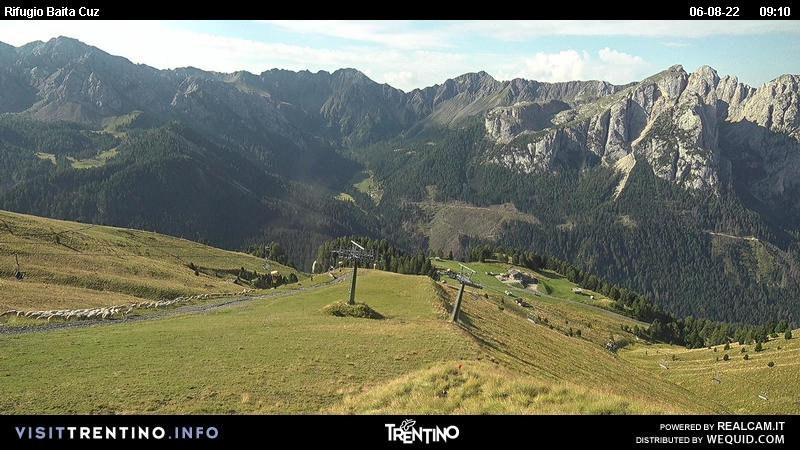 Webcam Pozza di Fassa - Buffaure - Baita Cuz - Altitude: 2,354 metresArea: Col de Valvacin Panoramic viewpoint: static webcam.