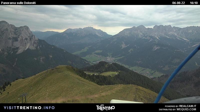 Webcam Pozza di Fassa - Buffaure - Altitude: 2.354 metres<BR>Area: Col de Valvacin <BR>Panoramic viewpoint: outlook in direction of the red slope