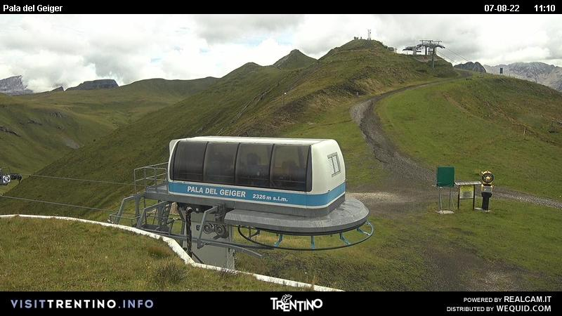 Webcam Pozza di Fassa - Buffaure - Pala del Geiger - Altitude: 2,354 metresArea: Col de Valvacin Panoramic viewpoint: static webcam.
