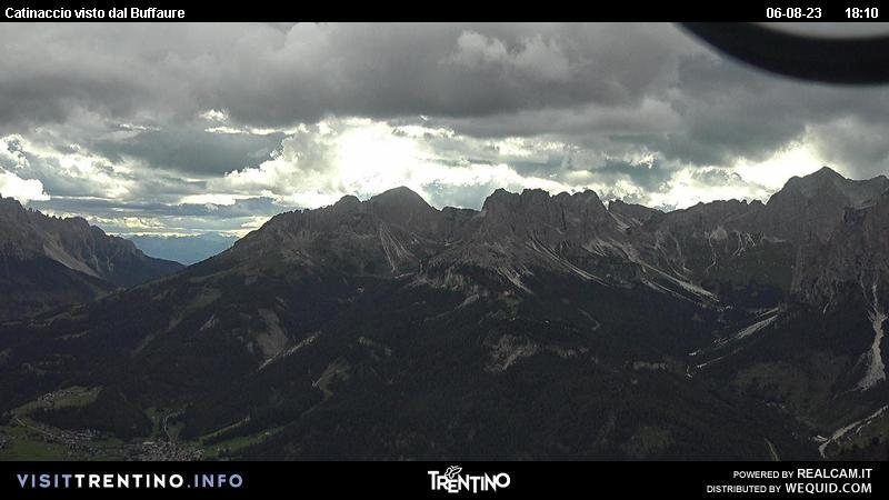 Webcam Pozza di Fassa - Buffaure - Catinaccio - Altitudine: 2.354 metriPosizione: Col de Valvacin Punto Panoramico: webcam statica. La vista spazia sul Catinaccio, la conca di Gardeccia e la Valle del Vajolet.