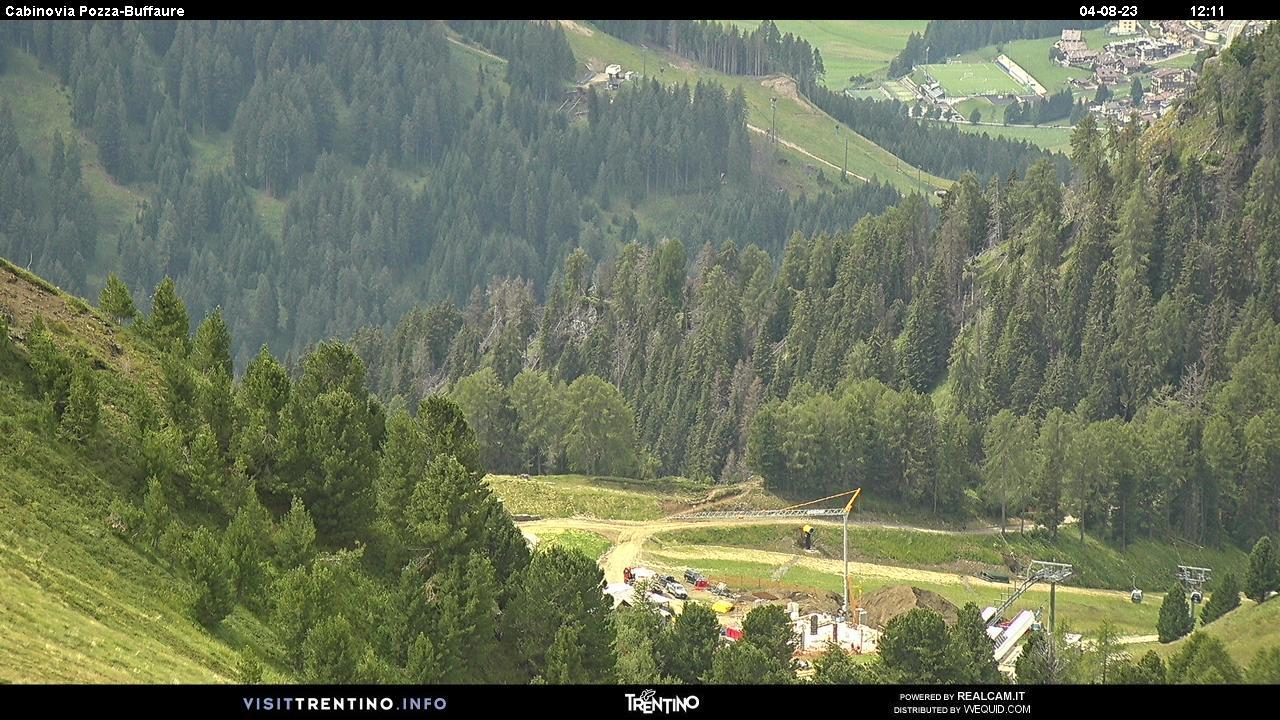 Webcam Pozza di Fassa - Buffaure Kabinenbahn - Höhenlage: 2.354 mPosition: Col de Valvacin Aussichtspunkt: statische Webcam. Panoraaufnahme vom Col de Valvacin in Richtung Bergstation der Kabinenbahn Buffaure.