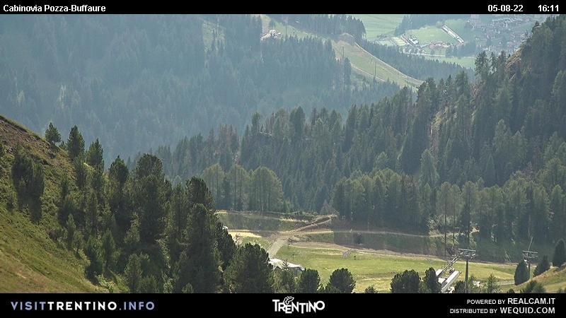 Webcam Pozza di Fassa - Buffaure - Altitude: 2.354 metres<BR>Area: Col de Valvacin <BR>Panoramic viewpoint: outlook in direction of Sassolungo group and the ski area Col Rodella, this area it�s reachable thanks to the Campitello cable car and is connected to the Sellaronda ski tour. During the summer time the Buffaure area is ...