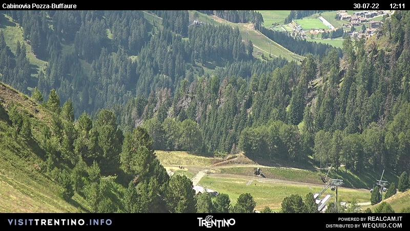 Webcam Pozza di Fassa - Buffaure cabin lift - Altitude: 2,354 metresArea: Col de Valvacin Panoramic viewpoint: static webcam. View from Col de Valvacin towards the Buffaure cabin lift that comes up from Meida.