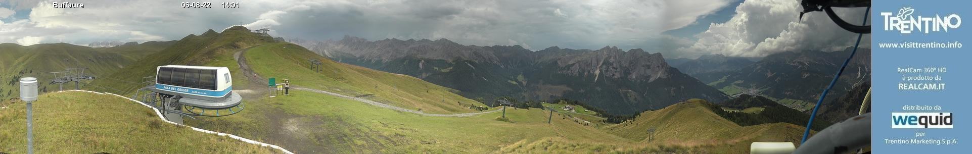 Interactive webcam Pozza di Fassa - Buffaure - Altitude: 2,354 metresArea: Col de Valvacin Panoramic viewpoint: panoramic view over the ski area Pozza-Buffaure. From the left: Jumela Valley (Sassolungo Group and Pordoi in the background), San Nicolò Valley (towered above by Col Ombert), Creste di Costabella, Monzoni Group with ...