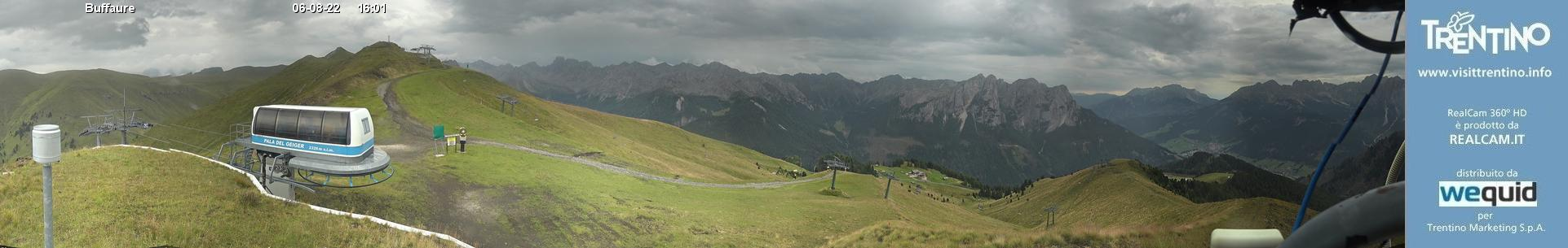 Webcam panorama realtime 360° Pozza di Fassa - Buffaure - Altitude: 2,354 metresArea: Col de Valvacin Panoramic viewpoint: 360° real time webcam. Panoramic over the ski area Pozza-Buffaure. From the left - Jumela Valley (Sassolungo group and Pordoi in the background), San Nicolò Valley (towered above by Col Ombert), Creste di ...